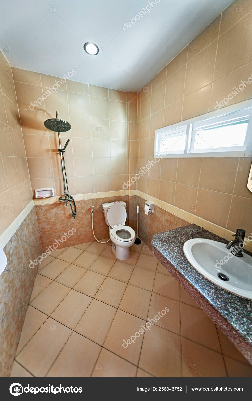 Fotos De Azulejos Modernos Para Banos.Interior Del Moderno Cuarto Bano Con Ducha Azulejos Color