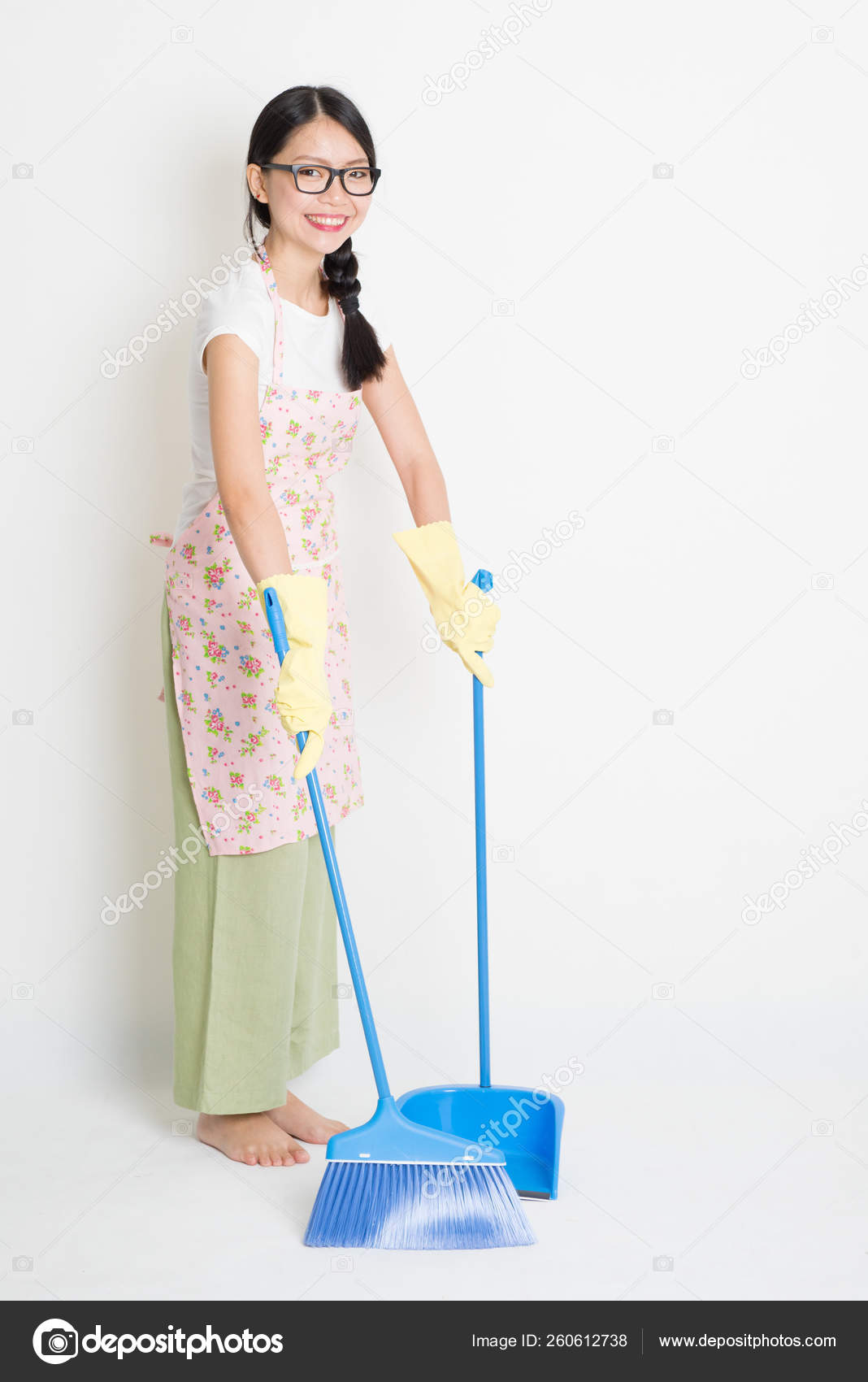 young asian housewife sweeping floor broom dustpan cleaning floor stock photo c yayimages 260612738 https depositphotos com 260612738 stock photo young asian housewife sweeping floor html