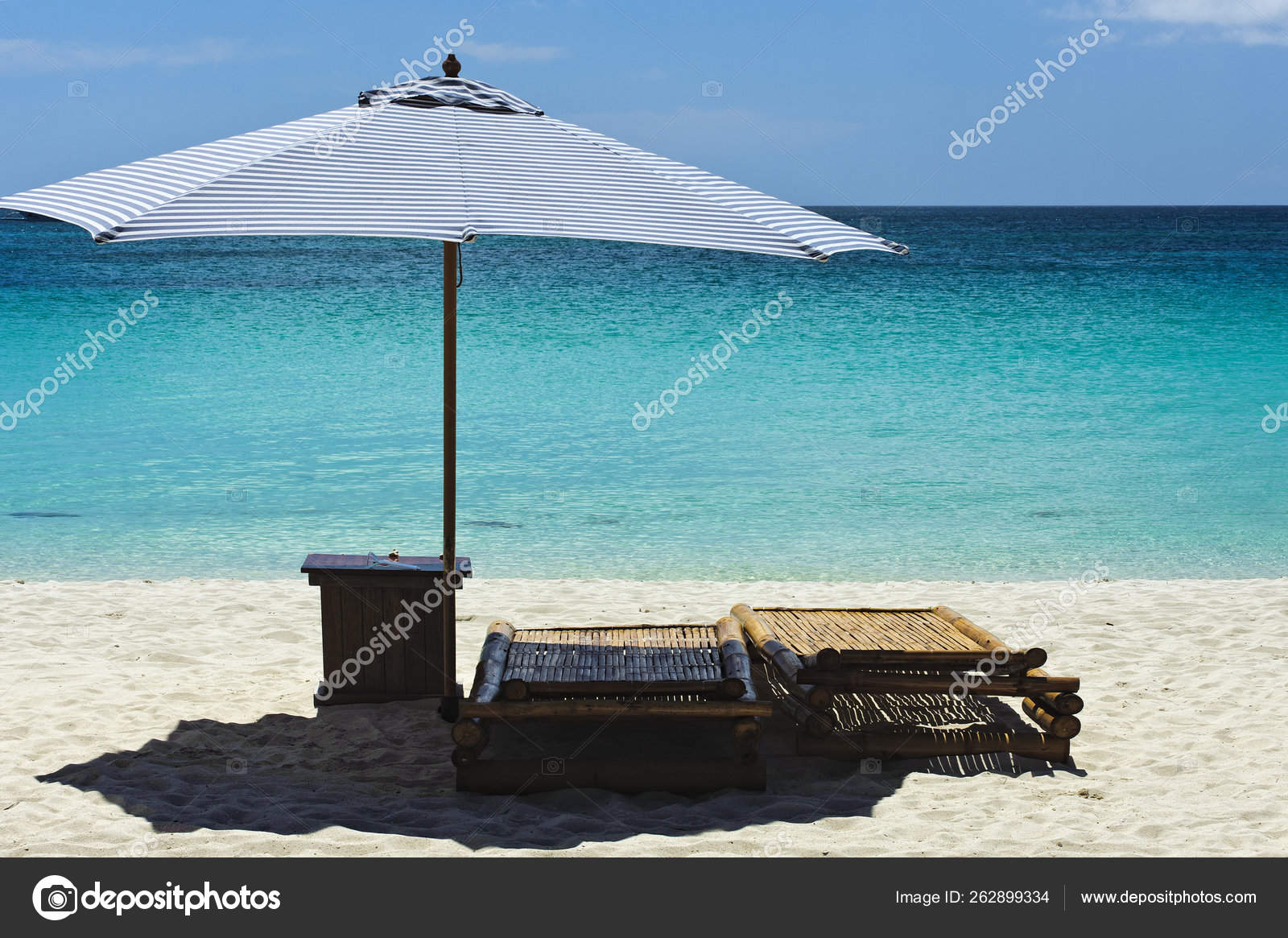 Enjoyable Tranquille Beach Scene Lounging Chairs Overlooking Clear Machost Co Dining Chair Design Ideas Machostcouk