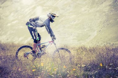 descent with mtb in high mountains