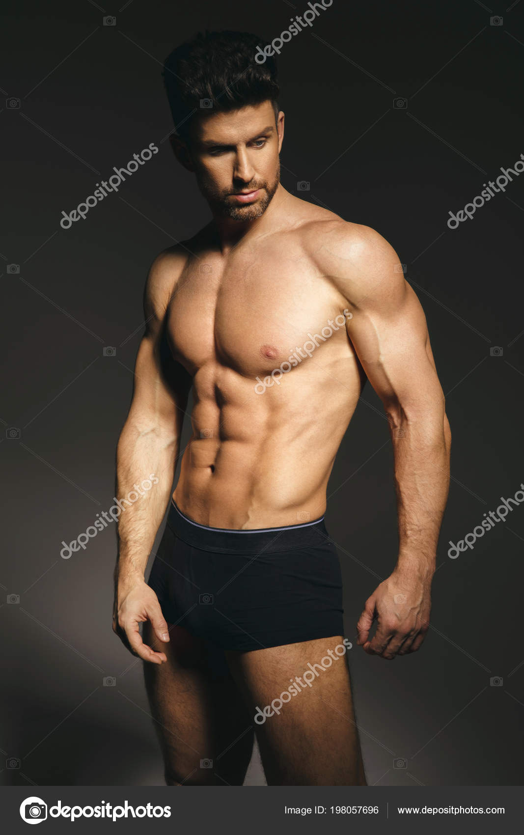 Fotos chicos sin boxer hombre modelo ropa interior sexy sobre fondo gris foto de stock - Ropa interior sesy ...