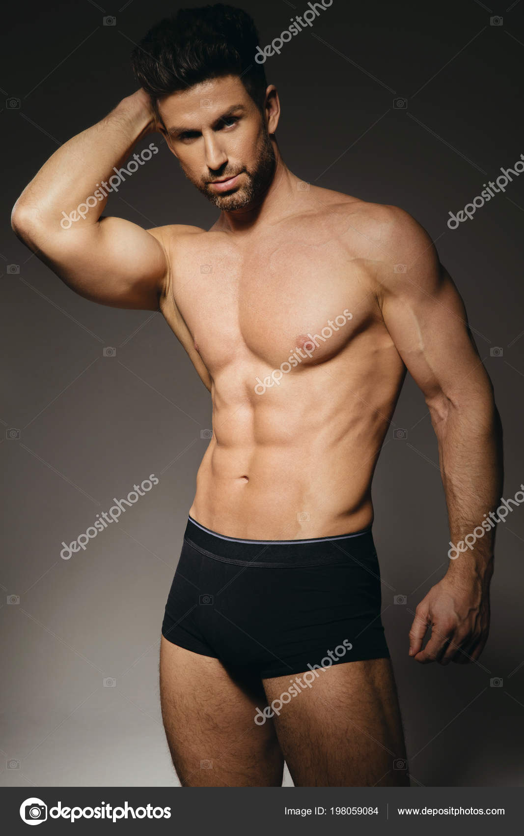 fc2edafdda Hombre modelo en ropa interior sexy sobre fondo gris - fotos  modelos  hombre en ropa interior — Foto de ...