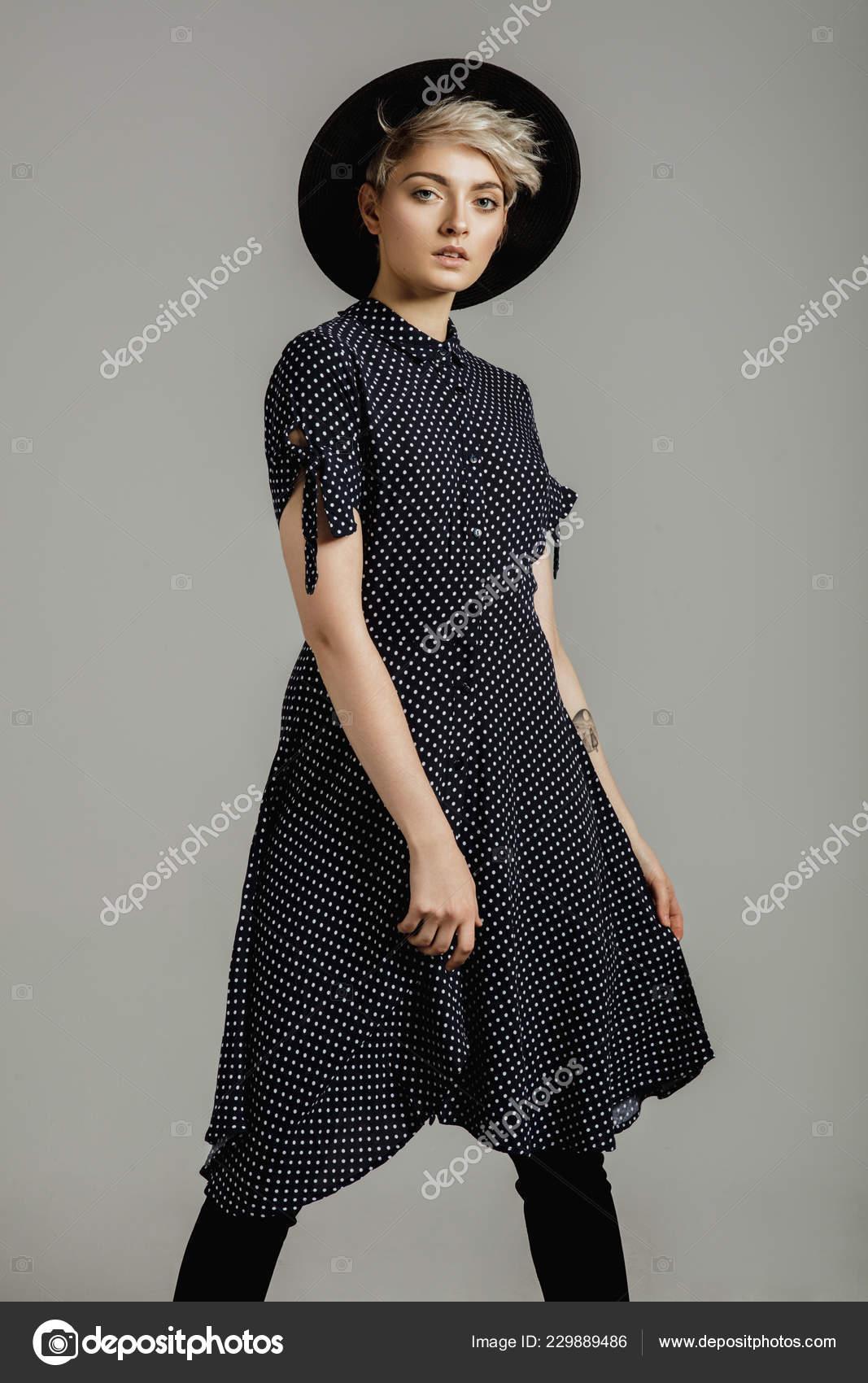 77e6d3831d Fashion Portrait Female Model Blond Short Hair Wear Black Hat — Stock Photo