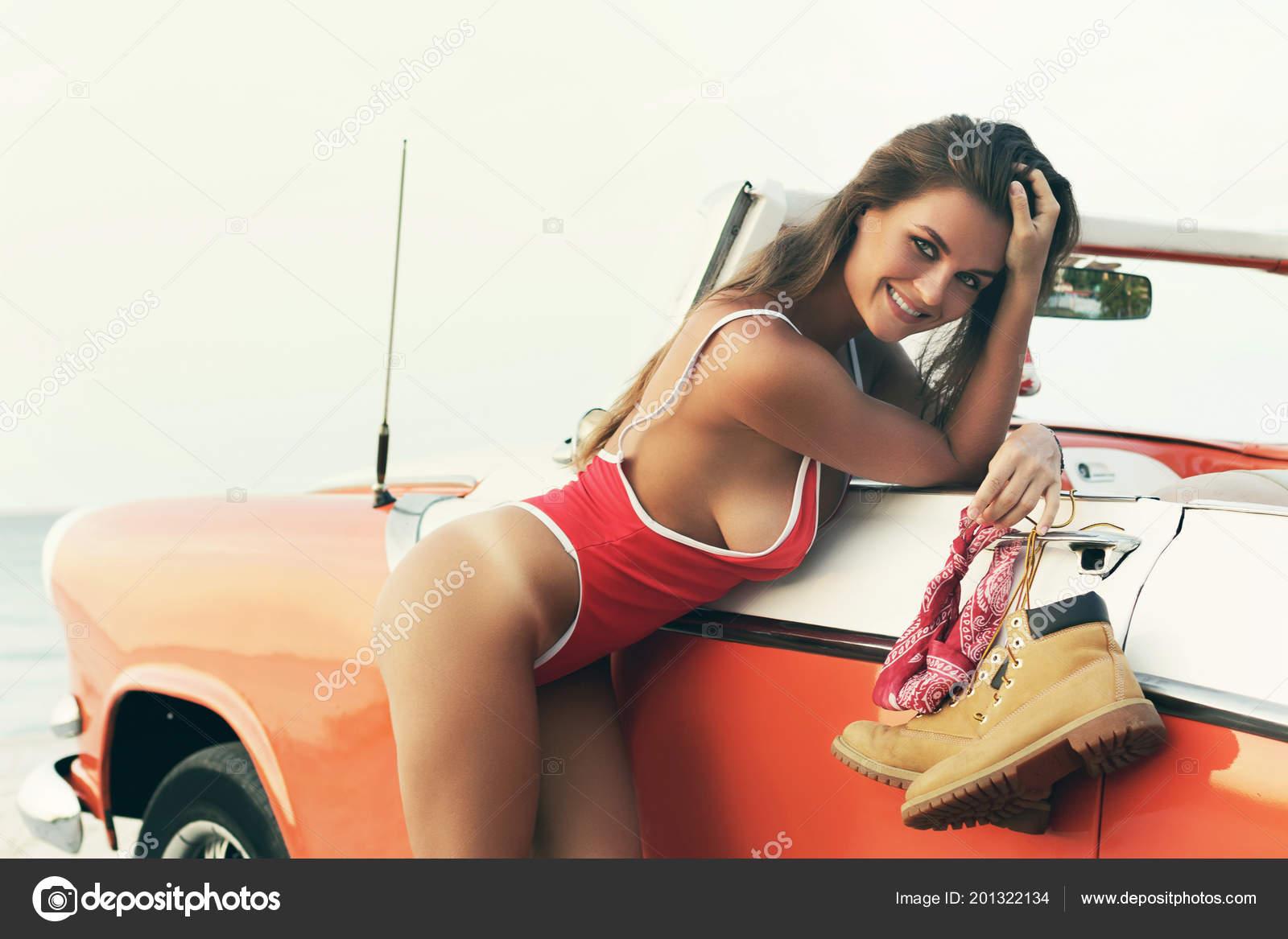Sognare Costume Da Bagno Rosso : Donna sexy costume bagno rosso automobile del cabriolet retrò