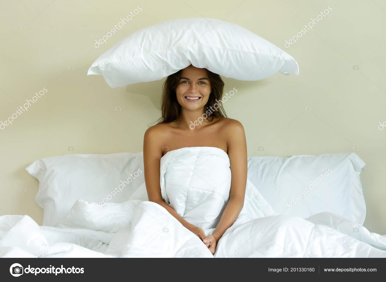 фото с подушкой на голове аниматроник очень интересный