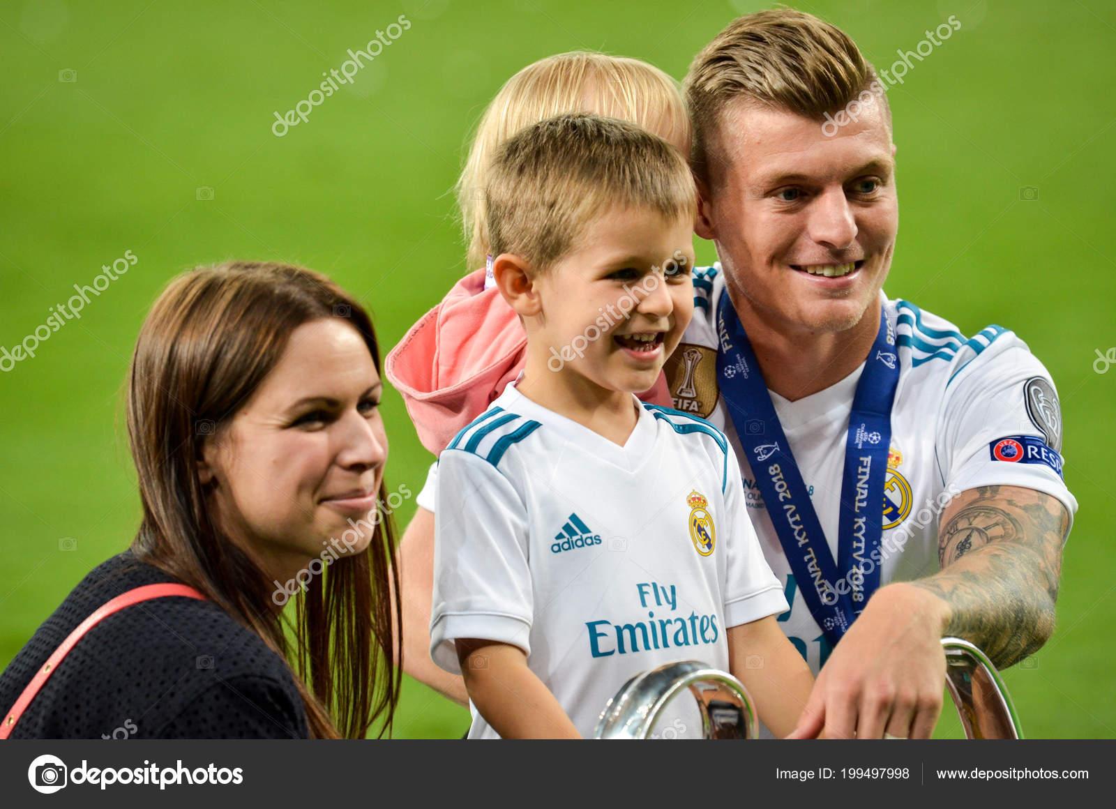 16a445825 Kyiv Ukraine May 2018 Toni Kroos Family Real Madrid Celebrate — Stock Photo