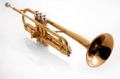 Photo golden trumpet on white background