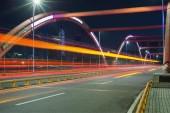 híd a városban éjszaka