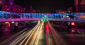 forgalom a városban az éjszaka