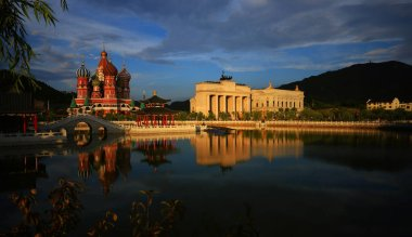 the temple of the palace in the city of the royal river in the evening