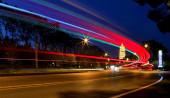 forgalom a városban éjszaka