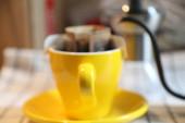 kávéscsésze a kávézóban