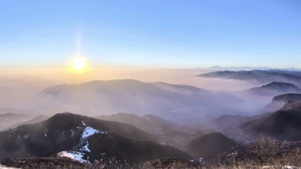 Video z mlhavé hory krajina