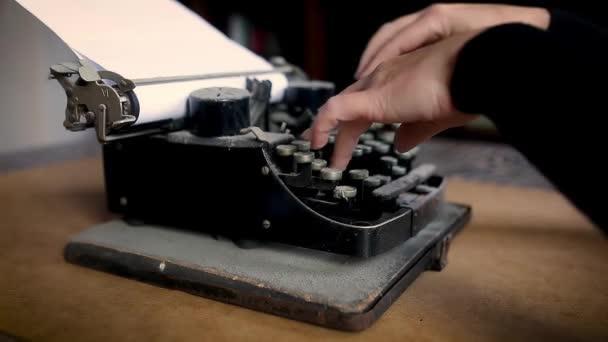 neúspěšný pokus o typ na staré vintage zaprášená stroji