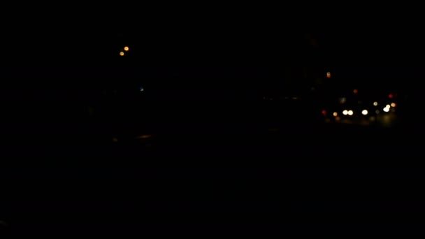 Policejní světla na auto v noci. Bliká modře