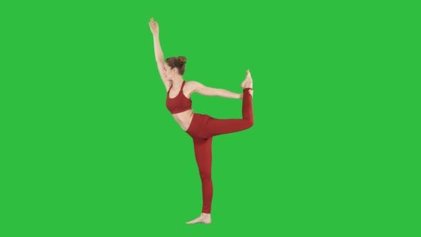 Jóga póz, a nők nyújtó lábak, láb split egy zöld képernyő, Chroma Key.