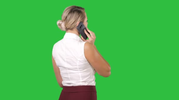 Frau am Telefon auf einem Green-Screen, Chroma-Key.