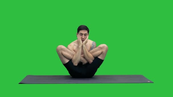 Cvičí jóga cvičení měřítku představují - Tolasana na zelené obrazovce, Chroma Key.