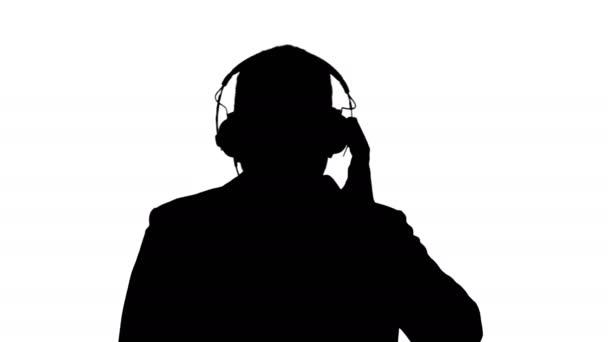 Sziluettjét szép Afro amerikai üzletember fejhallgató van hallgató-hoz zene.