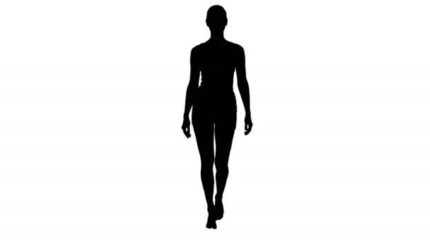 Silueta Lady chůze v bílém sportovním spodním prádle a s úsměvem.