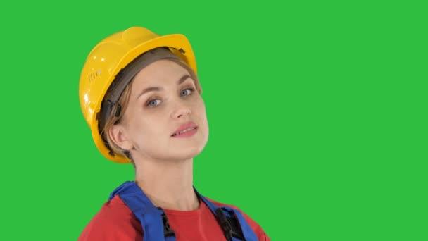 Üdvözlet a zöld képernyő, Chroma Key, női építőmunkás.