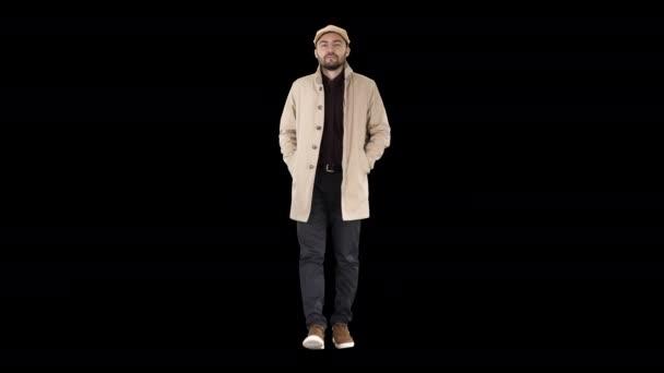 Sebevědomý pohledný mladý muž v kabátě, Alpha Channel