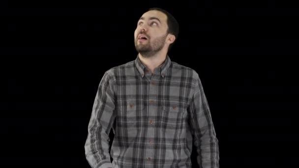 Šťastný mladý muž vzhlíží při chůzi, Alpha Channel