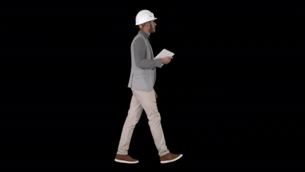 Architekt chůzi s tabletem a kontrolu, co je postaveno, Alpha Channel