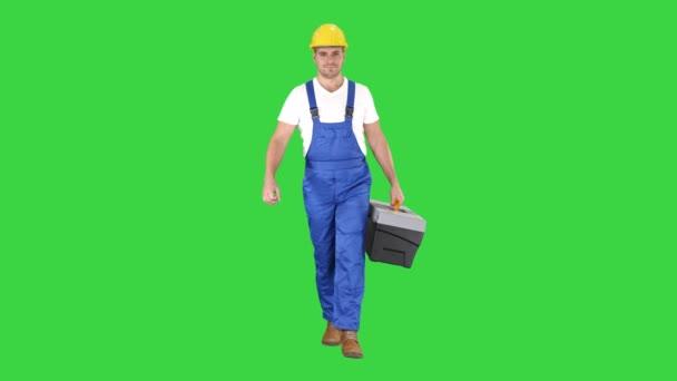 Bauarbeiter mit Werkzeugkoffer, der auf einem grünen Bildschirm läuft, Chroma-Schlüssel.