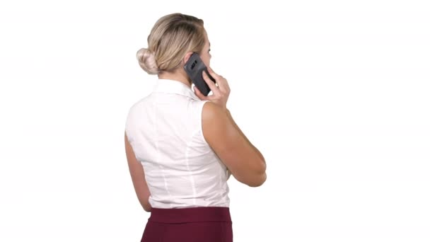 Frau am Telefon auf weißem Hintergrund.
