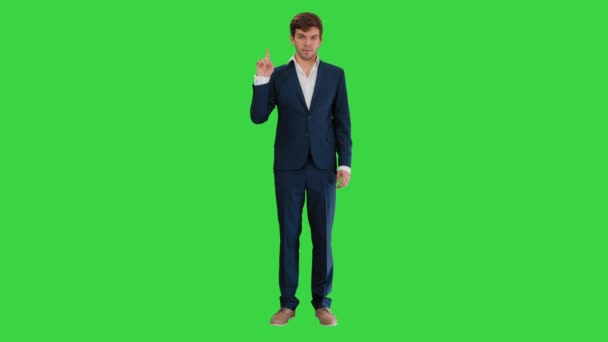 Magabiztos üzletember mutatja hüvelykujját fel, és oké gesztusok a zöld képernyőn, Chroma Key.
