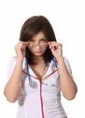 Junge attraktive Krankenschwester auf der Kamera