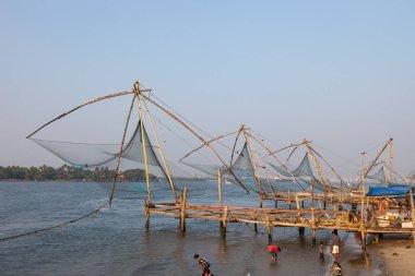 KOCHIN, INDIA-FEBRUARY 24: Indian fishemans 24, 2013 in Kochin, India. Fishemans using traditional chiness nets.