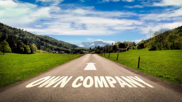 Straßenschild weist Weg zur eigenen Firma