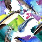 Akvarell kék és fekete madár toll szárny. Az Aquarelle toll háttér, a textúra, a burkoló minta. Akvarell, rajz, divat varratmentes háttérben minta. Anyagot a nyomtatási textúrát.