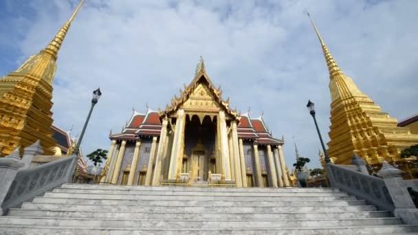 Famous bangkok temple Wat Pra Kaew