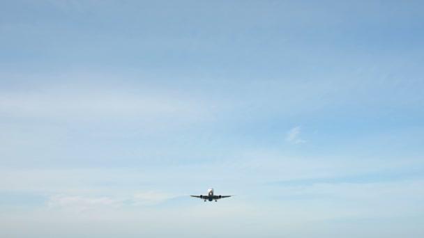 4k Verkehrsflugzeug im Landeanflug