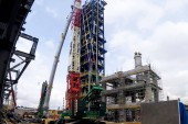 Installation of the reforming column at the Moscow oil refinery