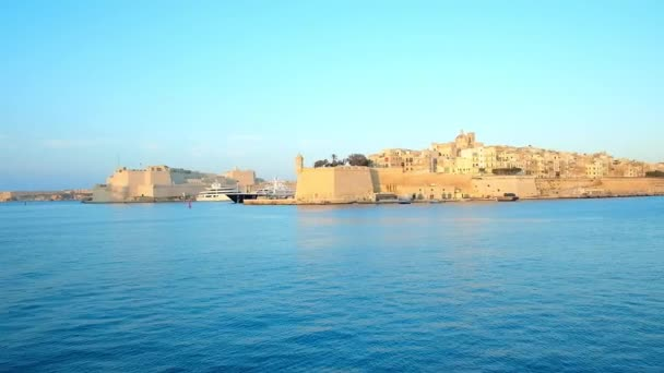 Enjoy romantic trip along the medieval cities of Valletta Grand Harbour - Birgu and Senglea, famous for preserved fortifications, scenic churches and historic mansions, Malta.
