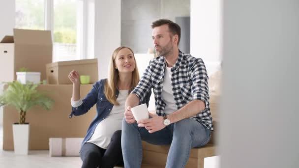 Pár plánování jejich nový dům