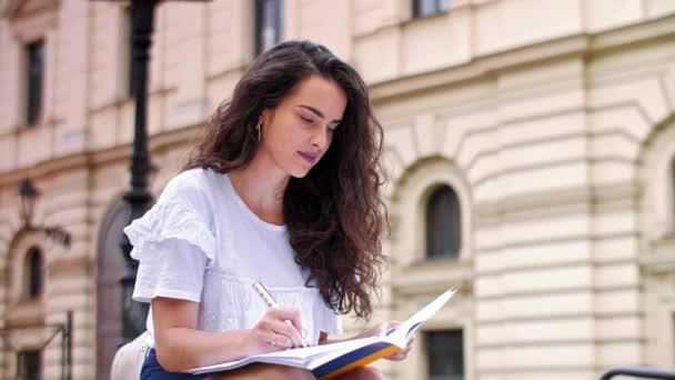 Student studuje na univerzitě
