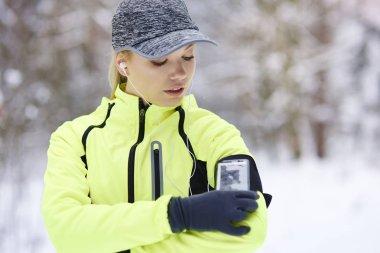 Female athlete checking how many calories she burned