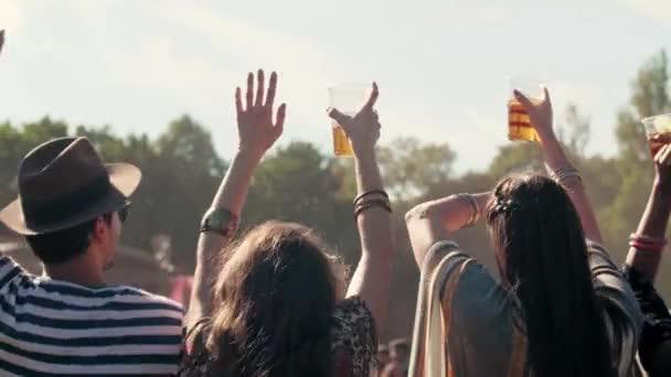 Zpětné zobrazení osob s dobrým časem na festivalu