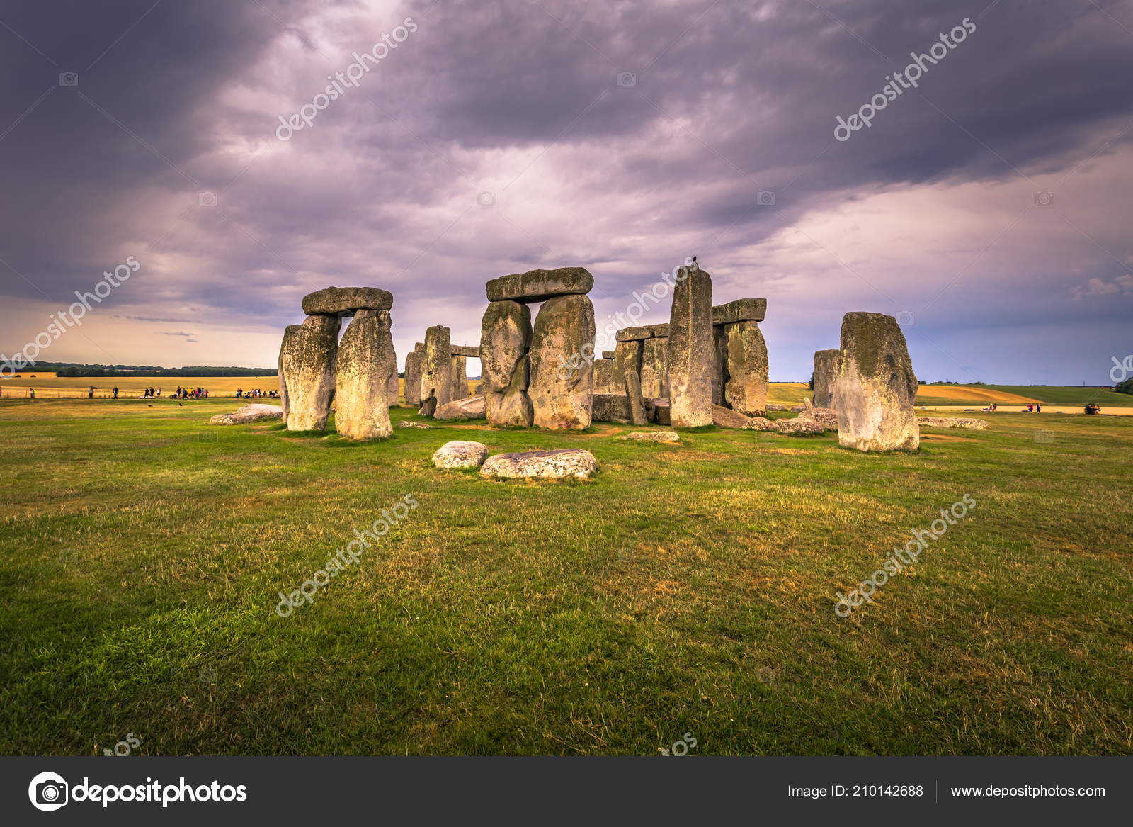 the description of the stone hedge in england and its myths Stonehenge is a massive stone monument located on a chalky plain north of the modern-day city of salisbury, england research shows that the site has continuously evolved over a period of about.