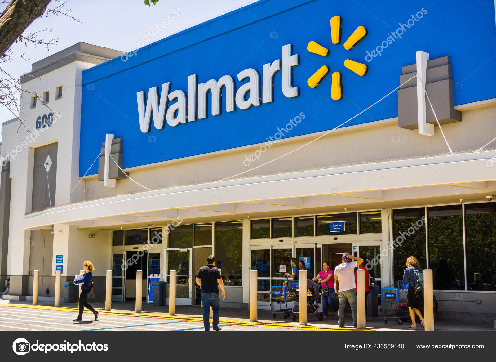 May 2018 Mountain View Usa People Going Coming Out Walmart