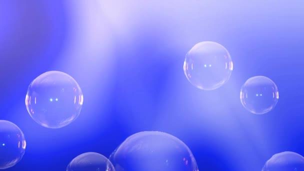 Animací bublinky stoupající na vrchol. Text v bublině. Mýdlová bublina praskne. Na pozadí animace