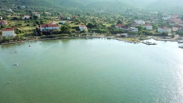 Anténa: Létání nad krásnou pláží na vesnici Mrljane na ostrově Pašman. Střílel na dovolené v Jaderském moři na pobřeží Středozemního moře
