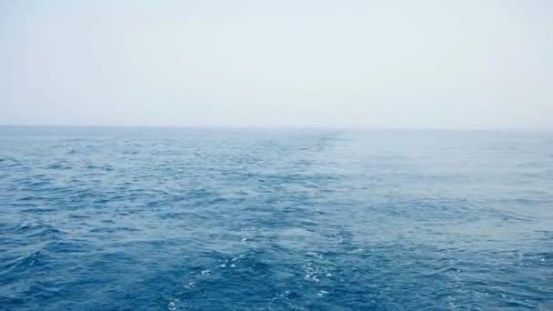Probuzení za velké plachetnice v Jaderském moři v hd. zpomalené Filmed na plavbu v Chorvatsku v pomalém pohybu hd.