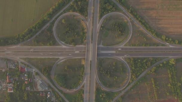 Mimoúrovňová křižovatka dopravních plochý barevný