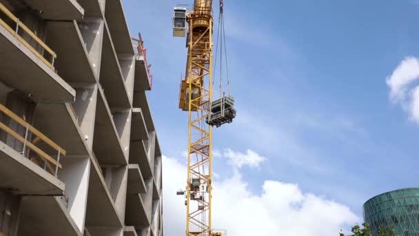 Stavební jeřáb snížení stavební materiály